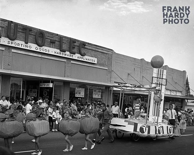 Fiesta 1959_Florida Float with Oranges_SFW_11 Dec 12