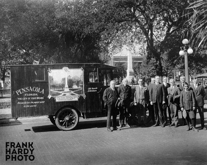 Group Downtown in the 1920s_RTP_SFW
