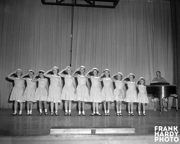 Hoffman Dance Gruop 3  _ 1956 _ RTP _ SFW