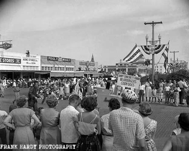 fiesta-parade-1955-_-3_5x4_rtp_5-jan-17_-sfw-125